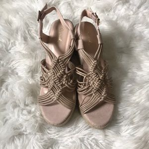 NEW IN BOX. NUDE BRAIDED WEDGES